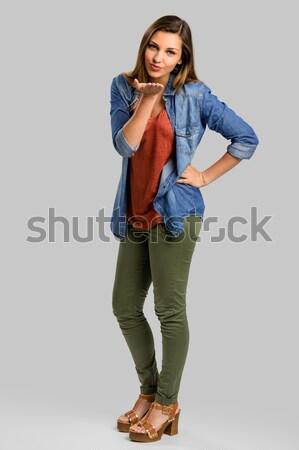 Küldés csók gyönyörű boldog nő mosoly Stock fotó © iko