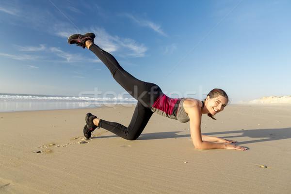 Esercizio spiaggia bella donna donna sport Foto d'archivio © iko