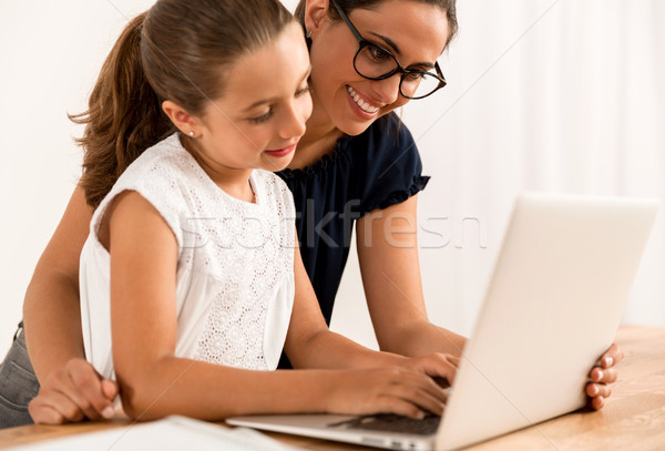 Ayudar deberes jóvenes madre hija casa Foto stock © iko