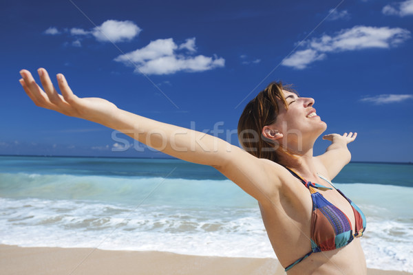 élvezi nyár gyönyörű fiatal nő karok nyitva Stock fotó © iko