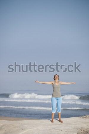 Сток-фото: расслабляющая · красивой · оружия · открытых · пляж