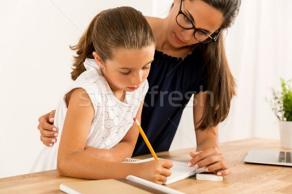 Сток-фото: помогают · домашнее · задание · молодые · матери · дочь · домой