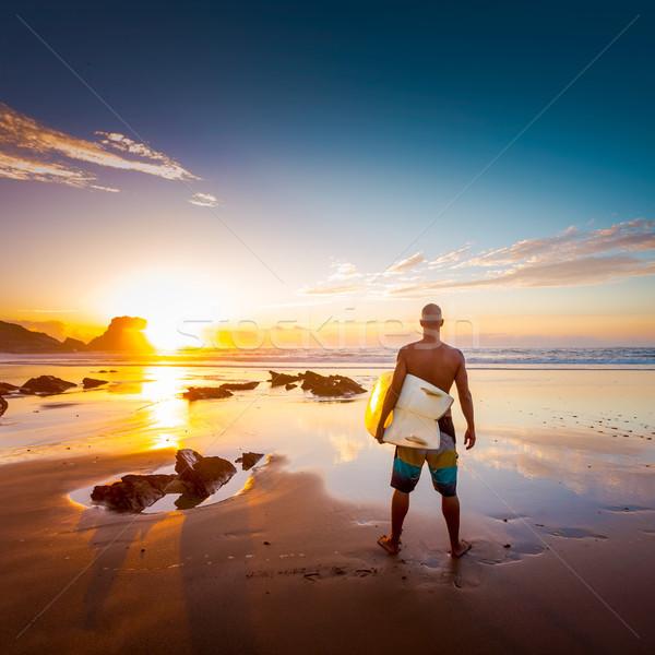ファー 若い男 ビーチ サーフボード 見える 波 ストックフォト © iko