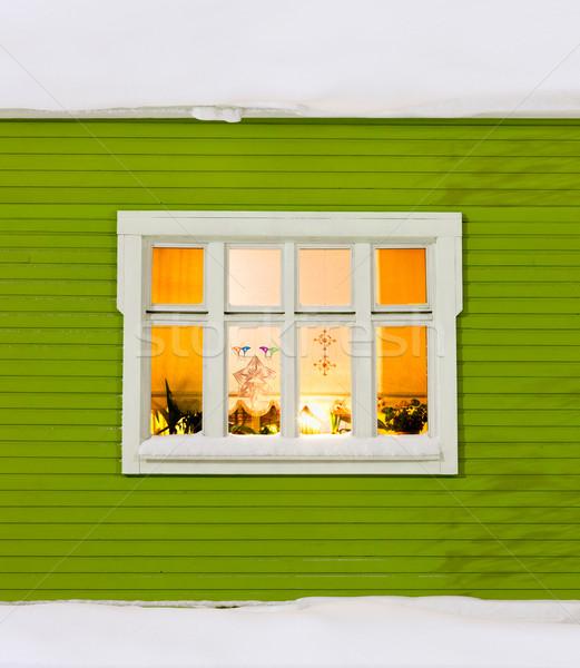Weihnachten fenster sch nen holz haus for Haus dekorationen