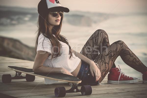 Görkorcsolyázó lány gyönyörű divat fiatal nő pózol Stock fotó © iko