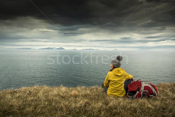 Zaino in spalla turistica femminile riposo lungo giorno Foto d'archivio © iko
