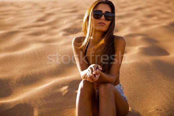 若い女の子 座って 砂丘 美しい 若い女性 女性 ストックフォト © iko