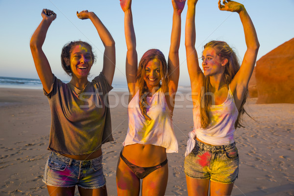 Spelen gekleurd poeder tieners strand handen Stockfoto © iko