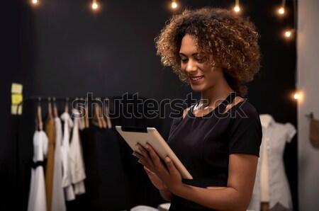 Mode designer jeunes travail comprimé femme Photo stock © iko