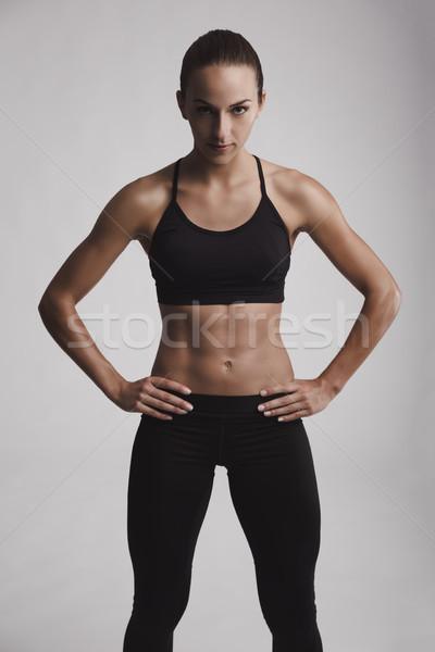 Femme de remise en forme portrait jeune femme corps musclé regarder Photo stock © iko