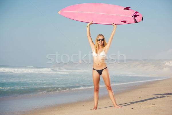 Szörfös lány gyönyörű tengerpart szörfdeszka nő Stock fotó © iko