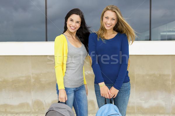Foto stock: Dos · hermosa · estudiantes · escuela