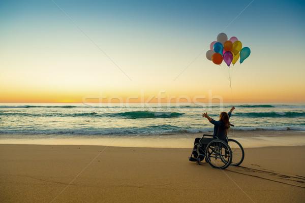 Möglich behindert Frau Rollstuhl Ballons Stock foto © iko