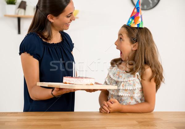 誕生日パーティー ショット 母親 娘 キッチン 祝う ストックフォト © iko