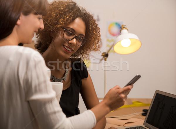 Mode twee jonge ondernemer vrouwen ontwerper Stockfoto © iko