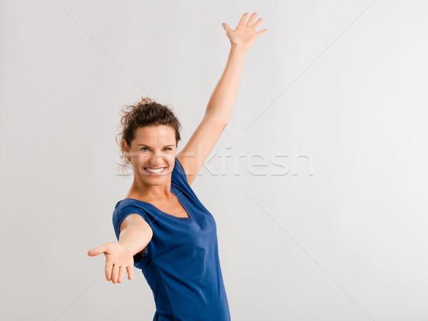 Gelukkig brunette armen omhoog Stockfoto © iko
