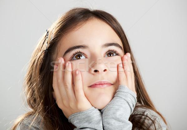 Meisje denken portret grijs meisje gelukkig Stockfoto © iko