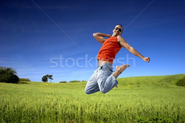 Hoogspringen man springen groene weide mooie Stockfoto © iko
