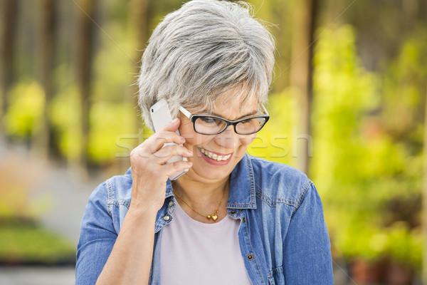 Olgun kadın konuşma telefon güzel bahçıvanlık doğa Stok fotoğraf © iko