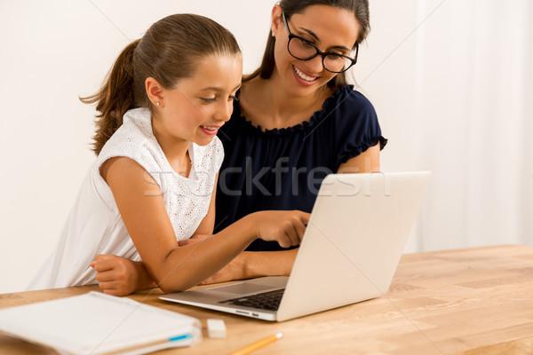 Helpen huiswerk jonge moeder dochter home Stockfoto © iko
