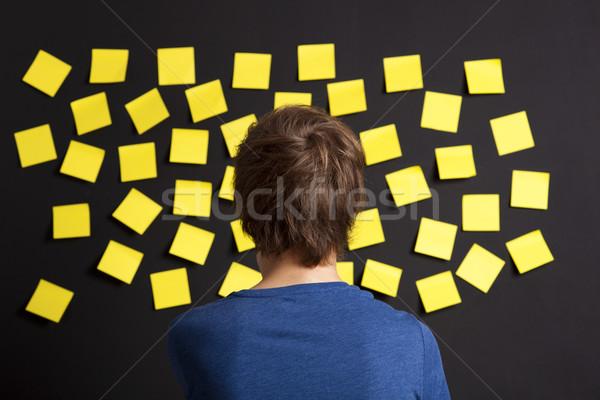 Regarder jaune jeunes étudiant bord plein Photo stock © iko
