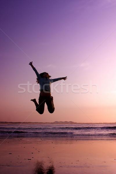 Zdjęcia stock: Skoki · plaży · kobieta · wykonywania · niebo · sportu