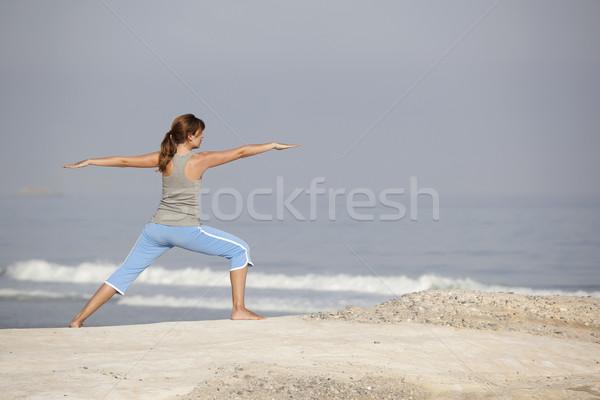 Belo mulher jovem brasão abrir relaxante praia Foto stock © iko
