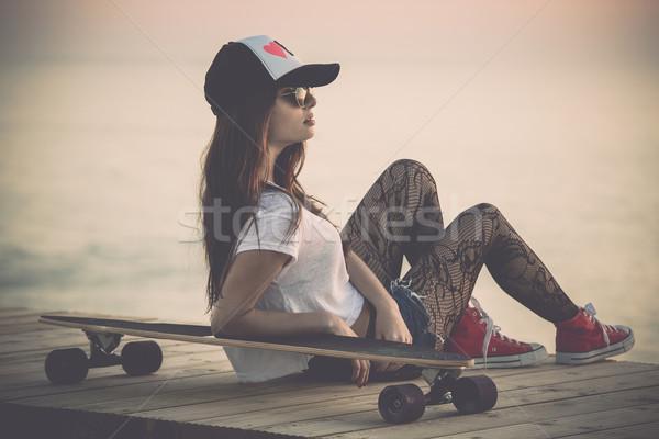Patineur fille belle mode posant skate Photo stock © iko