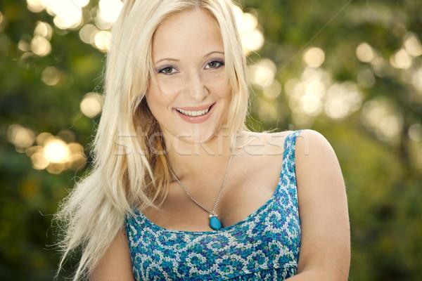 Menina feliz ao ar livre retrato belo jovem sorridente Foto stock © iko