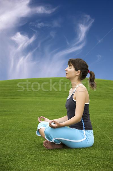 Yoga belle athlétique femme vert Photo stock © iko