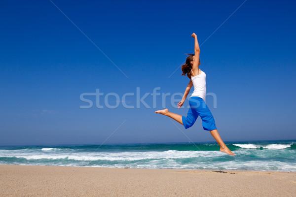 Сток-фото: прыжки · красивой · пляж · небе · весны