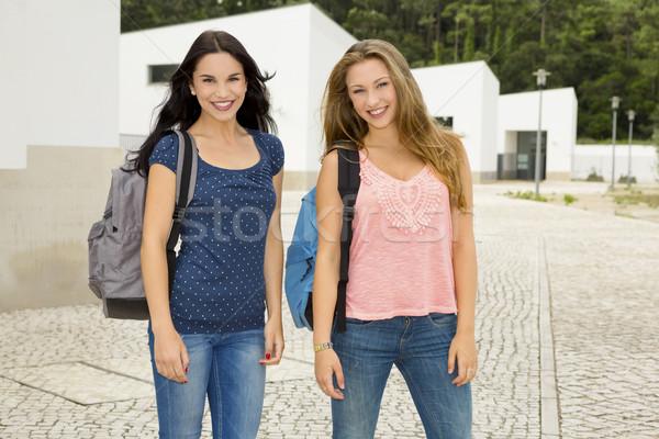 Foto stock: Dos · hermosa · estudiantes · feliz · sonriendo