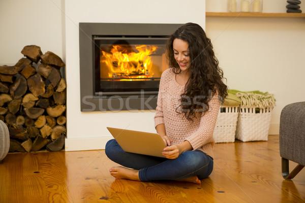 çalışma ev kış gün güzel bir kadın dizüstü bilgisayar Stok fotoğraf © iko