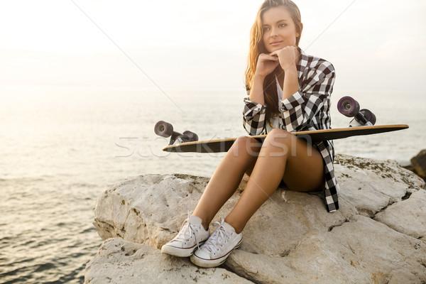 Skater ragazza bella moda posa Foto d'archivio © iko