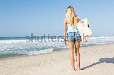 Surfer девушки красивой глядя пляж доска для серфинга Сток-фото © iko