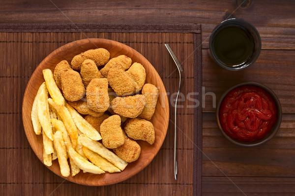 鶏 フライドポテト フライド ぱりぱり 木製 プレート ストックフォト © ildi