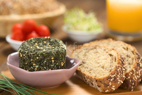 Kecskesajt gyógynövények teljes kiőrlésű kenyér fedett tál Stock fotó © ildi