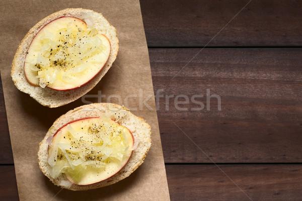 Alma savanyú káposzta szendvics feketebors természetes fény szelektív fókusz Stock fotó © ildi
