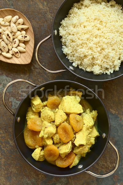 Kip gedroogd abrikoos stoven couscous kaneel Stockfoto © ildi