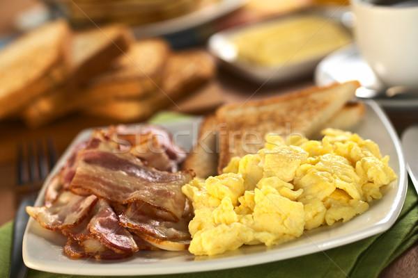 Szalonna tojás sült rántotta pirítós kenyér Stock fotó © ildi