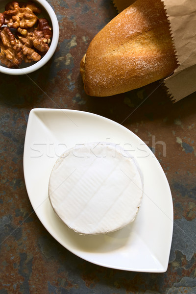 Camembert queso pequeño placa baguette lado Foto stock © ildi