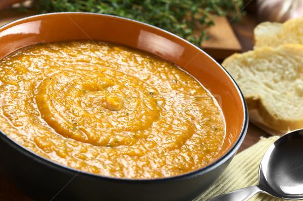 Crema patata dolce preparato aglio basilico messa a fuoco selettiva Foto d'archivio © ildi