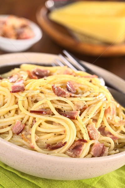 Spagetti makarna domuz pastırması yumurta peynir karabiber Stok fotoğraf © ildi