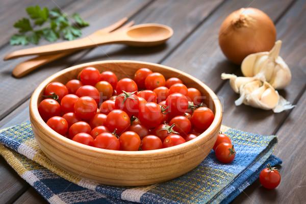 Kiraz domates ahşap çanak sarımsak soğan maydanoz Stok fotoğraf © ildi