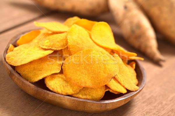 Tatlı patates cips ahşap plaka tatlı Stok fotoğraf © ildi