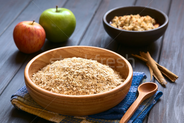 Brut roulé bois bol pommes cannelle Photo stock © ildi