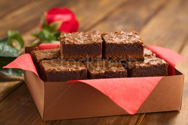 Taze ambalaj kâğıdı kutu kırmızı peçete Stok fotoğraf © ildi