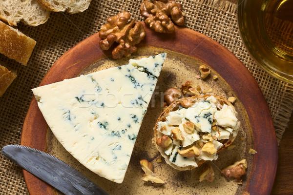 Fromage bleu noix plaque côté lumière naturelle Photo stock © ildi