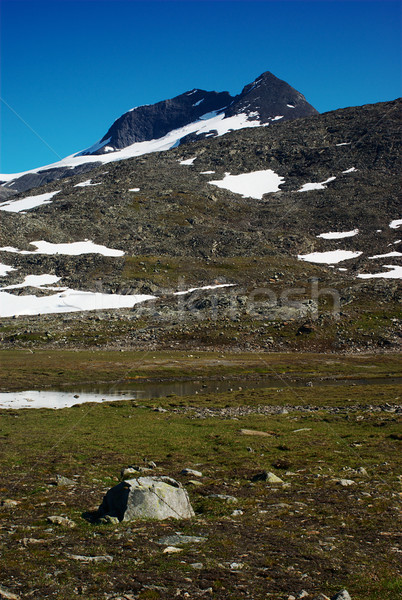 Dağ İskandinavya küçük küçücük göl iz Stok fotoğraf © ildi