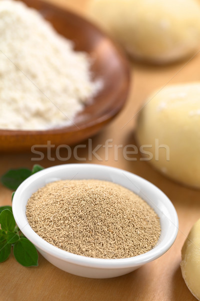 アクティブ 酵母 小 ボウル 新鮮な ストックフォト © ildi